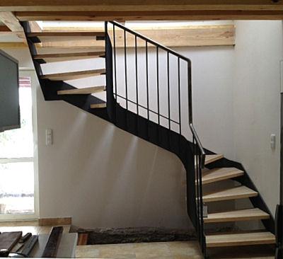 Stahltreppe in einem Landhaus