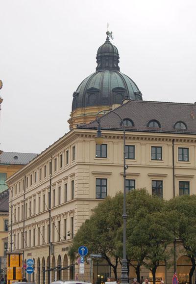 Odeonsplatz 2